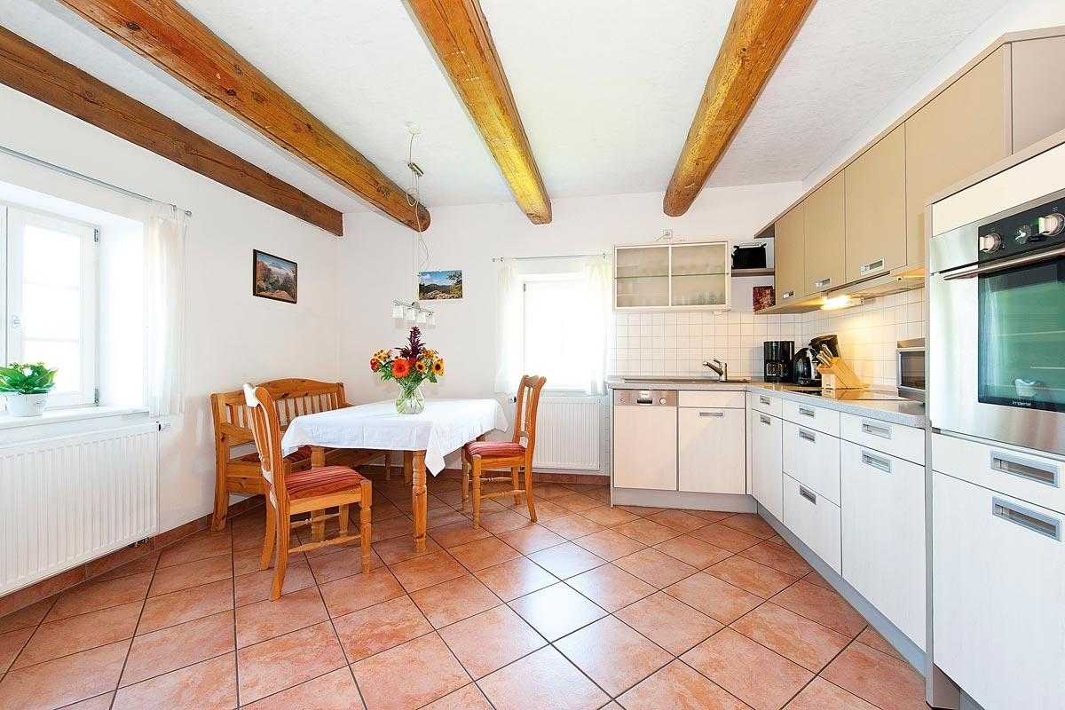 Gutshaussuite - Wohnküche mit Tisch