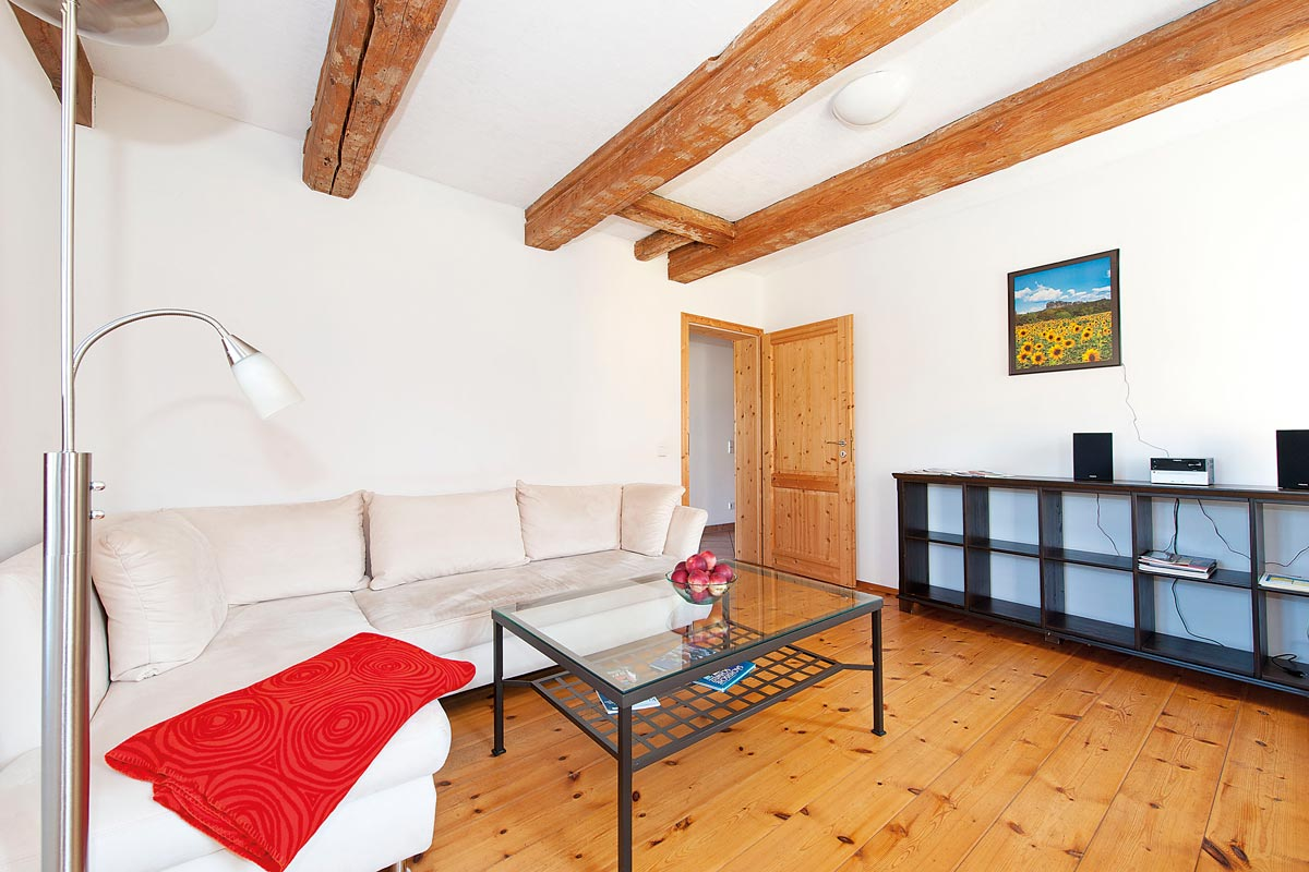Gutshaussuite - Wohnzimmer mit Sofa