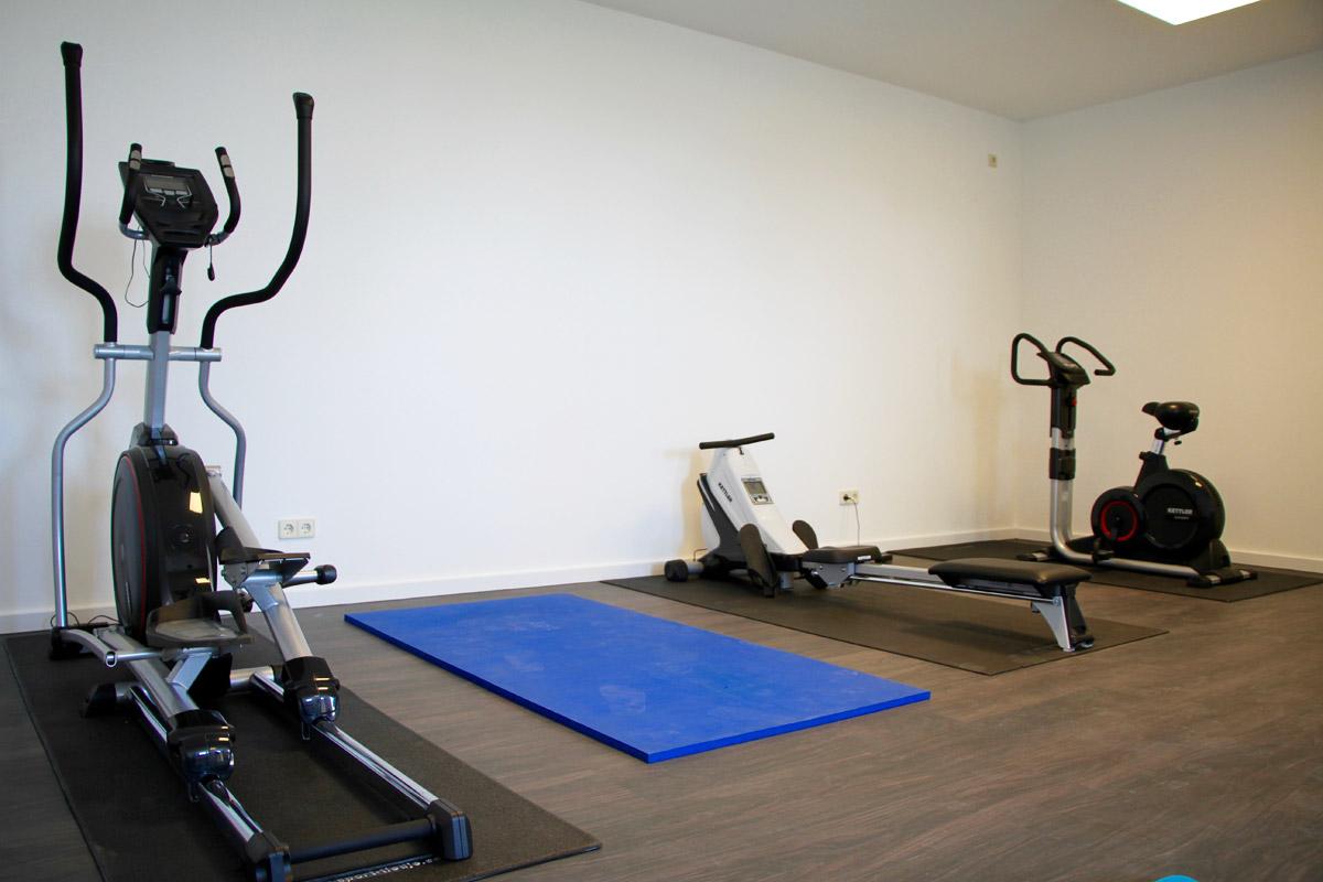 Fitnessraum mit Crosstrainer