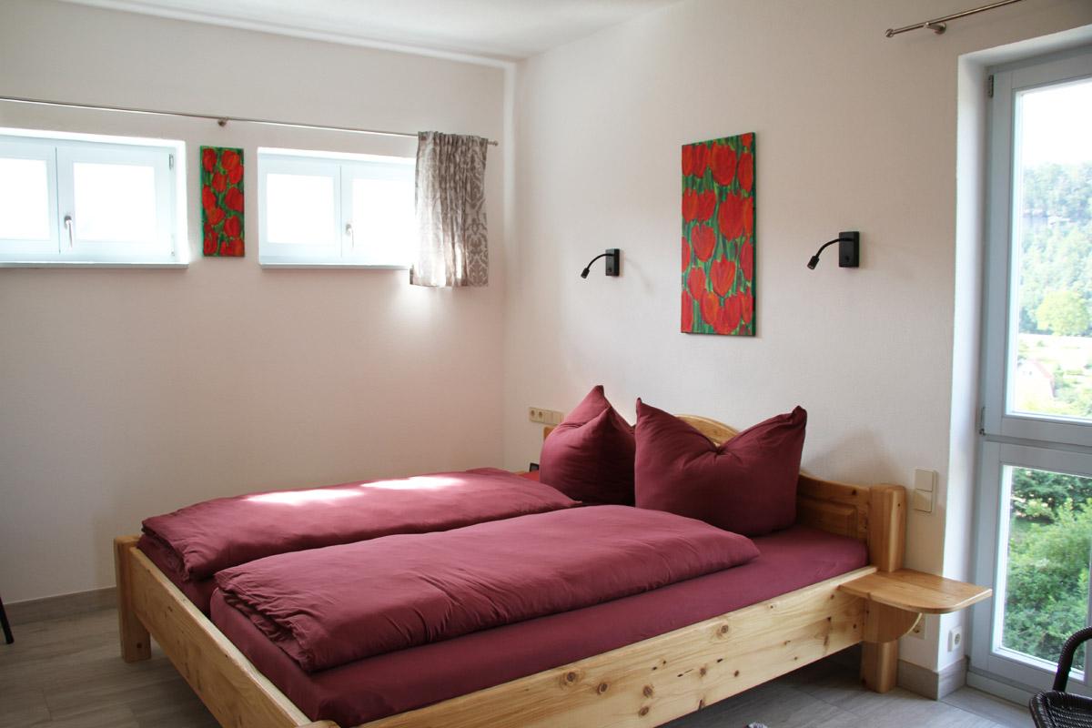 Schlafzimmer 1 mit kuscheligem Doppelbett