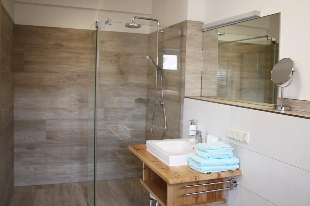 Badzimmer mit bodengleicher Dusche